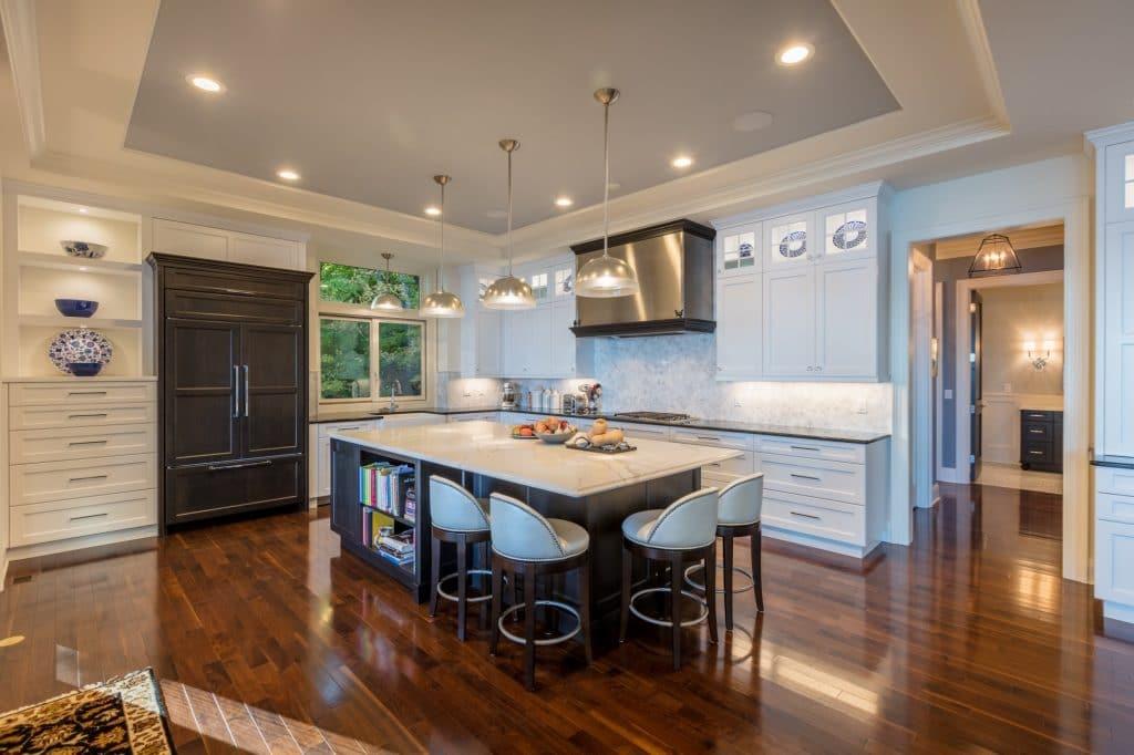 white kitchen backsplash hardwood flooring